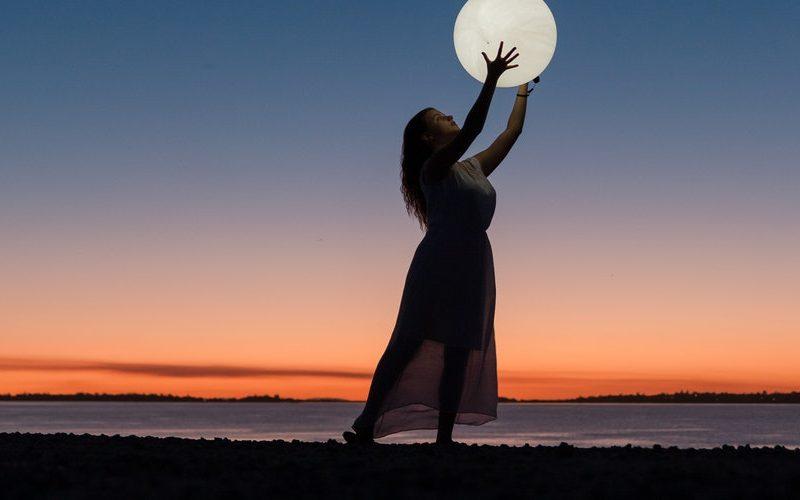 Πανσέληνος Απριλίου (Ροζ Φεγγάρι)